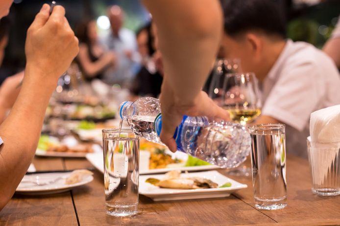 Water is de drank die de hele dag door wordt gedronken.