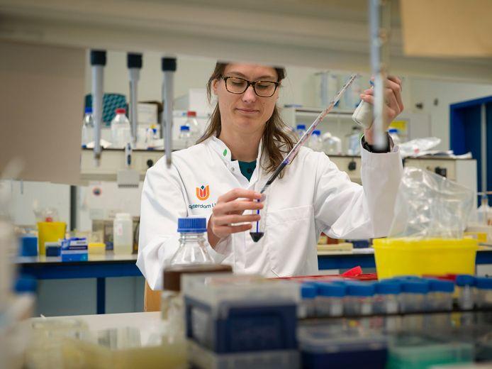 Marit van Gils, leider van het baanbrekende onderzoek in Amsterdam naar antistoffen die  kunnen helpen bij de genezing van corona.