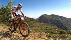 """Van der Poel ondanks polsblessure vol zelfvertrouwen voor Wereldbekermanche mountainbike: """"Het wordt een test in afzien"""""""
