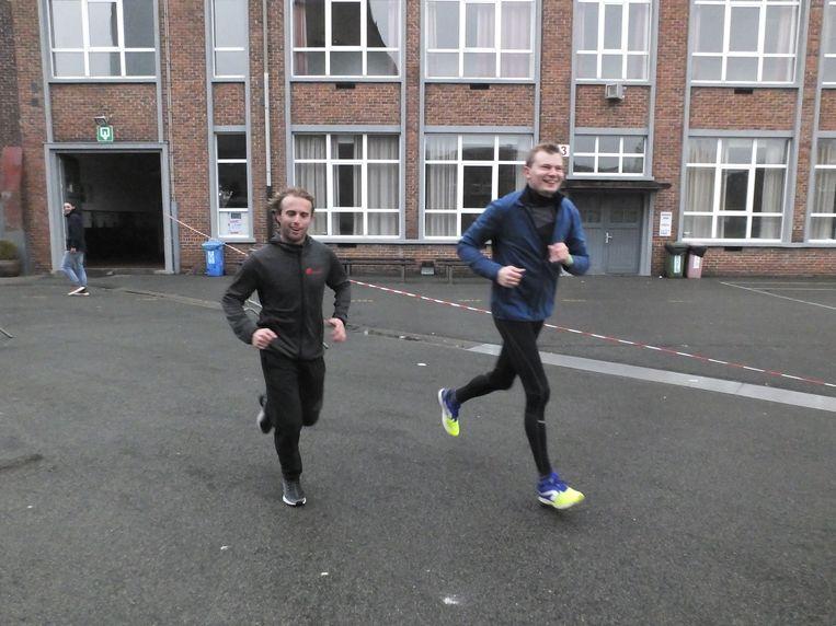 Ook de leerkrachten en directie van Leiepoort campus Sint-Hendrik liepen mee.