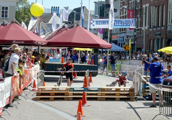 Spannende laatste dag met het hinderniscriterium van de Jeugdronde op de Markt in Roosendaal