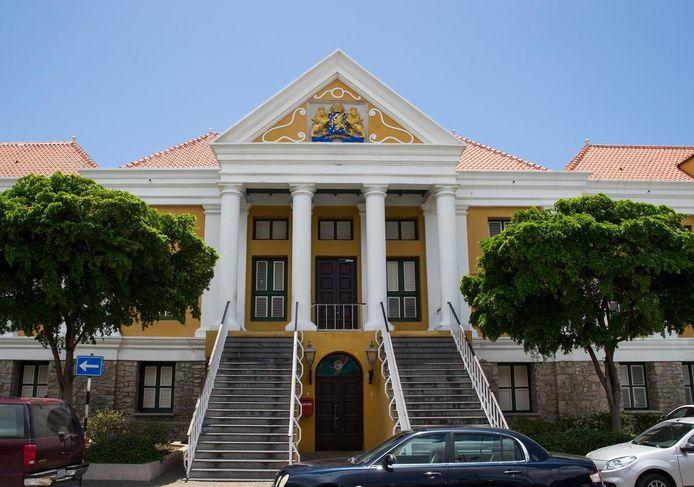Foto van het gerechtsgebouw in Willemstad ook wel het Hof van Justitie