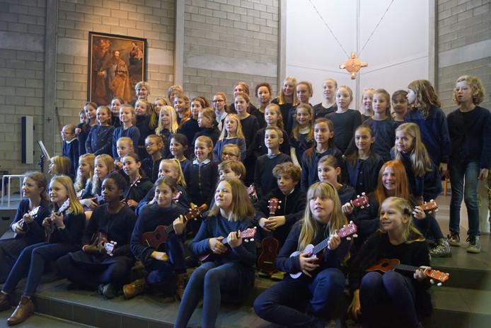 Het kinderkoor van vrije basisschool Kantelberg.