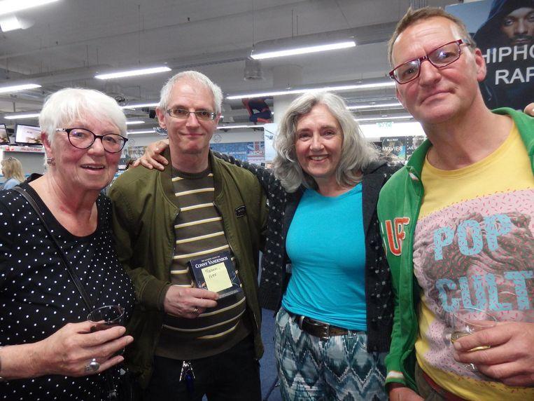 Fiet Janssen, moeder van Rob, fan Peter Brakel, Helga de Haas ('Vriendin of fan, wat eerst komt, kun je gewoon niet zeggen') en Frans van Loenen (vriend van Marc) Beeld Schuim