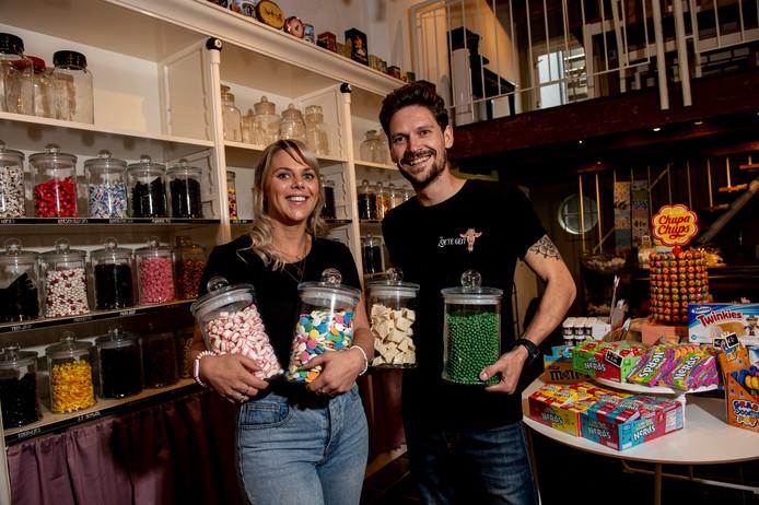 Snoepparadijs de Zoete Geit gaat dinsdag open. Voor Anoeska Mantje en Martijn Mijsters een droom die in vervulling gaat.