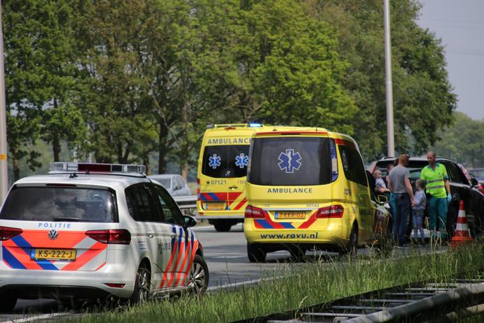 Ambulances en politiewagens trokken vanmiddag in groten getalen naar de A1
