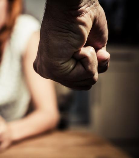 Dordtenaar mishandelt drie achtereenvolgende vriendinnen: 'Ik was simpelweg boos'