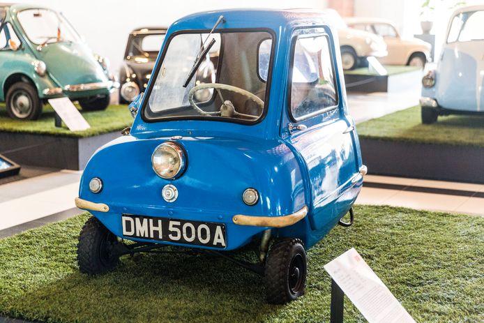 De kleinste auto van de tentoonstelling: de Britse Peel P50. Hij is 132 centimeter lang, 99 cm breed en weegt 59 kilo