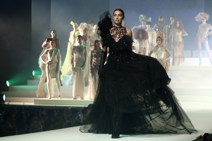 Model Irina Shayk op de catwalk.