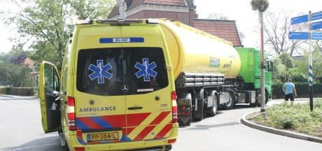 Vrouw gewond na botsing met vrachtwagen in Markelo