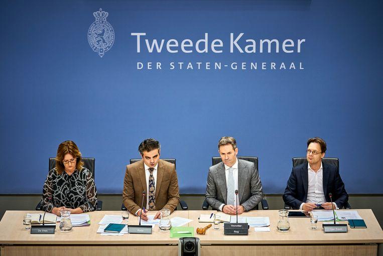 Vier leden van de parlementaire ondervragingscommissie tijdens een verhoor op 17 februari. Van links naar rechts: Aukje de Vries (VVD), Tunahan Kuzu (DENK), Michel Rog (CDA) en Ronald van Raak (SP)  Beeld Phil Nijhuis