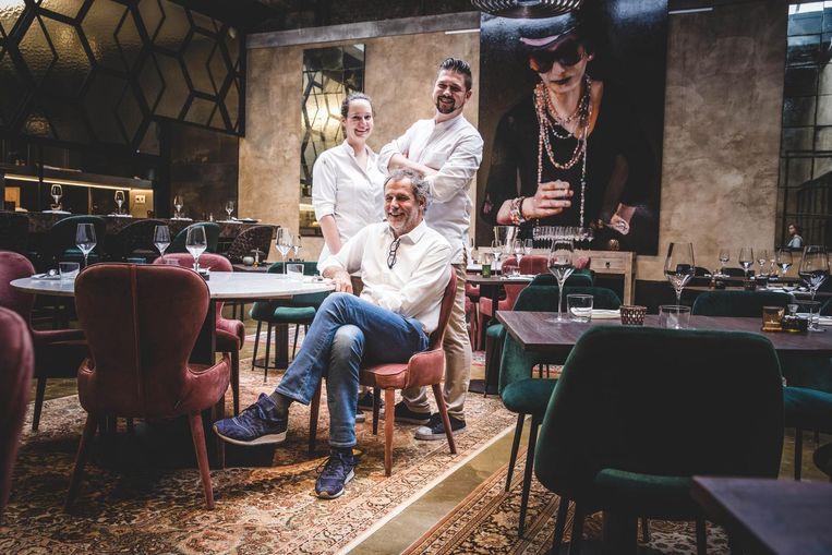Eigenaar Geert De Paepe met chef-kok Gilles Bogaert en medechef Annelies Lowies in Taxi's.