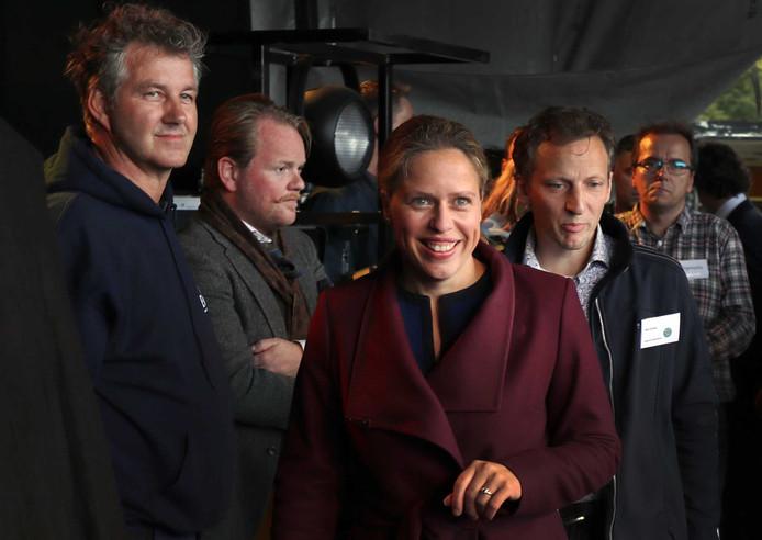 Minister Carola Schouten van Landbouw, Natuur en Voedselkwaliteit, met achter haar Bart Kemp, arriveert samen met een delegatie van Tweede Kamerleden op het Malieveld om in gesprek te gaan met boeren tijdens het landelijk boerenprotest.