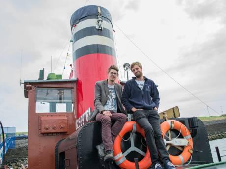 'Stoomschip De Dockyard hoort thuis in Zierikzee, tussen andere oude schepen'