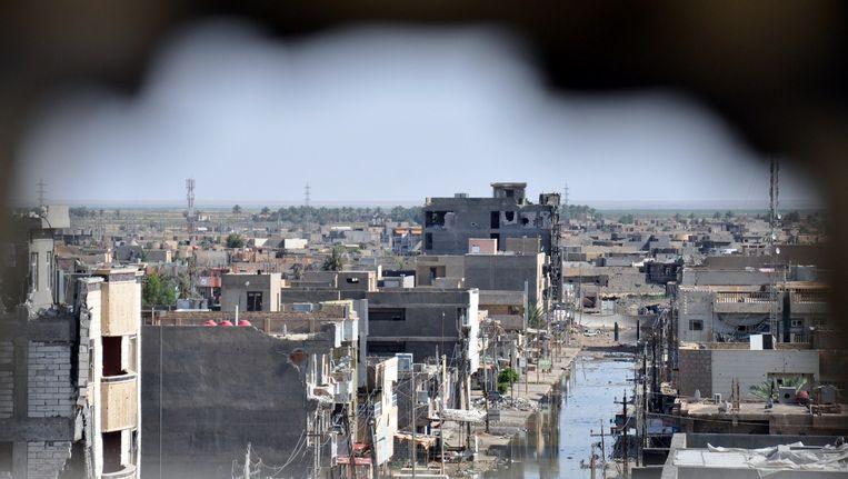 De Iraakse stad Ramadi, twee weken geleden tijdens gevechten tussen Isis en soennitische Sahwa-milities. Beeld afp