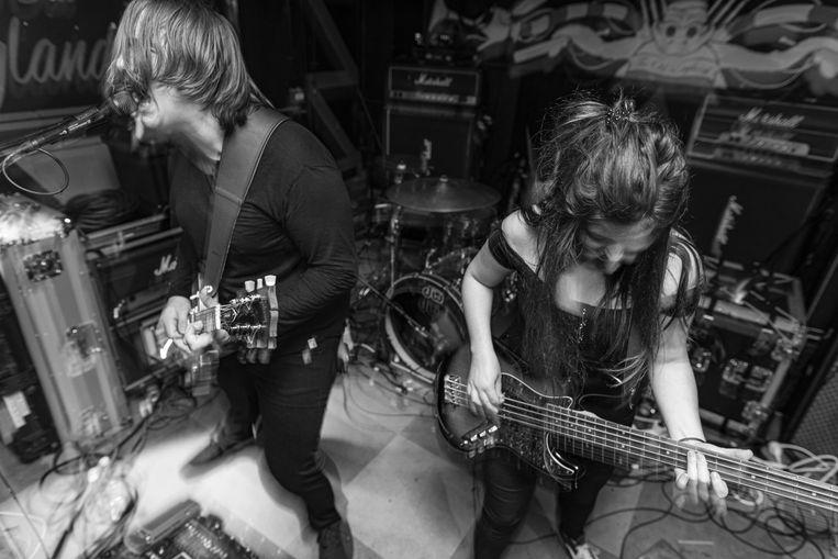 Met Mother brengen Toon en Tuur Soete en Lynn Claus loeiharde metal.