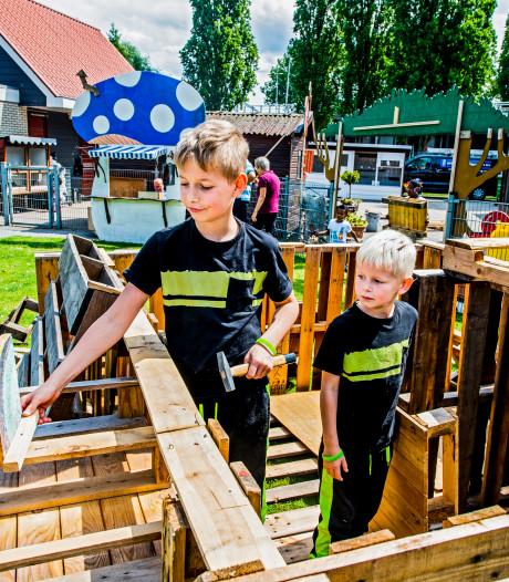 Kinderen bouwen huttendorp in Rotterdam Zuid