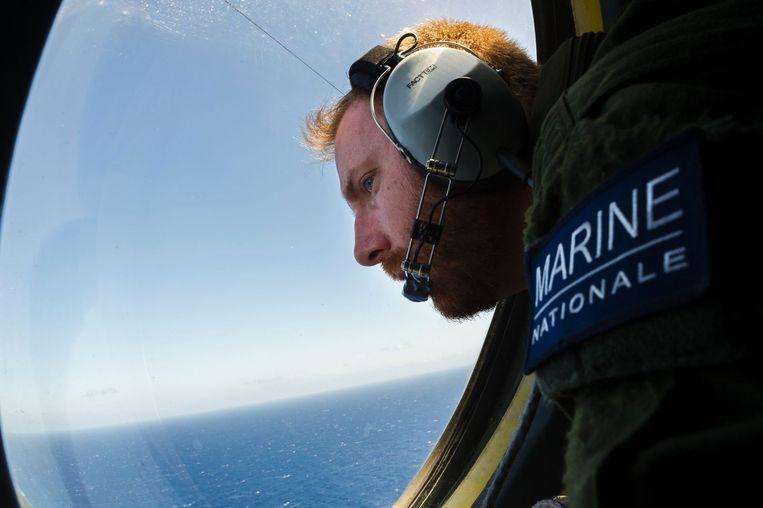 De Franse marine zoekt mee naar het wrakstuk van de neergestorte EgyptAir MS804. Beeld null