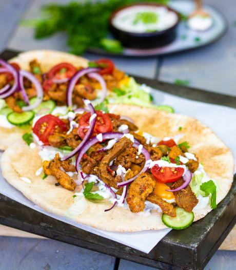 Wat Eten We Vandaag: Vegetarische gyros met feta en olijventzatziki