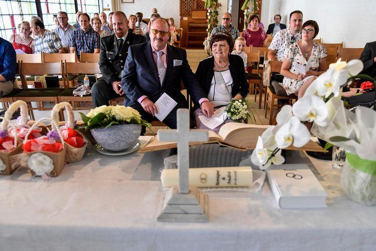 Het huwelijk vond plaats in de Dendermondse Evangeliekerk.