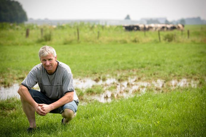 Koeienboer Willy Hikspoors is zwaar getroffen door het noodweer