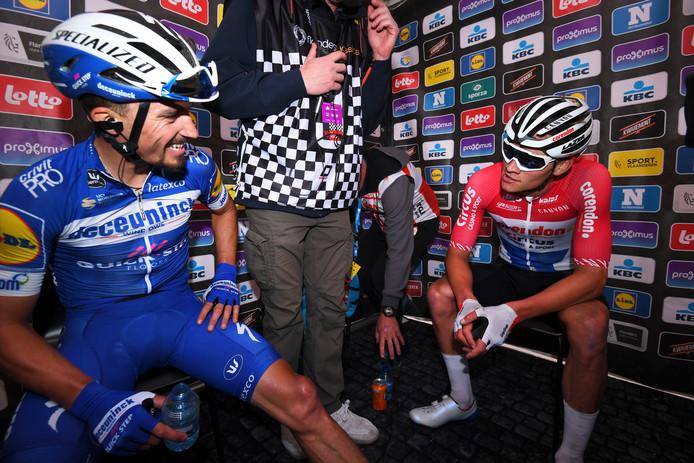 Alaphilippe (l) met Mathieu van der Poel na de Brabantse Pijl, die Van der Poel won.
