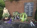 Ruim vierhonderd mensen hebben tijdens Dodenherdenking op begraafplaats Westduin in Den Haag de leden van de Stijkelgroep herdacht.