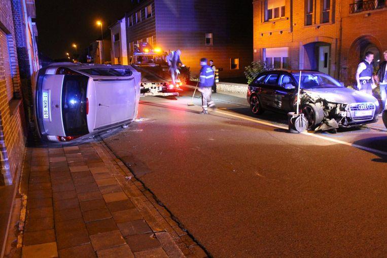 De bestuurster van de Renault Megane (links) reed vol op de geparkeerde Audi (rechts).