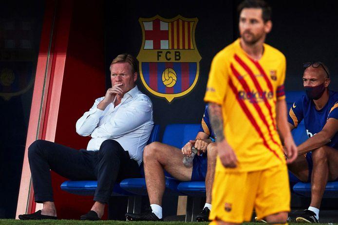 Ronald Koeman op de bank tijdens het duel met Gimnàstic de Tarragona.