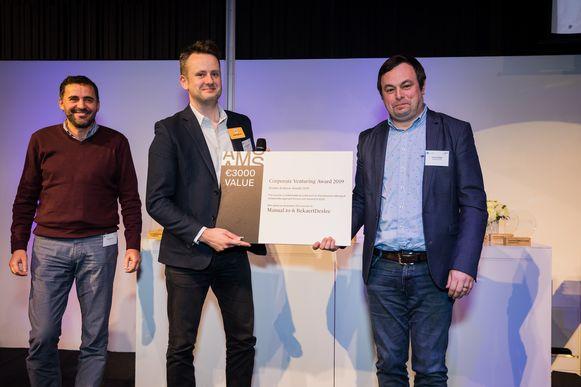Jorim Rademaker, oprichter van Manual.to, en Stefan Polfliet van BekaertDeslee werden beloond voor hun co-creatief ondernemerschap.