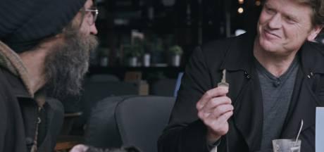 Tilburgse zwerver Rigo krijgt de sleutel van zijn woning (waar hij alweer uit is)
