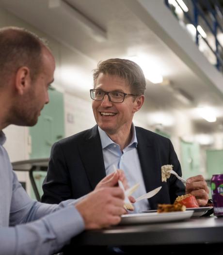 Minister Dekker dineert in de Blueband Bajes Arnhem