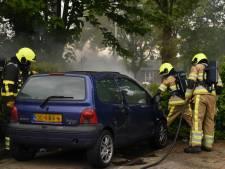 Geparkeerde auto vliegt in brand in Wijchen