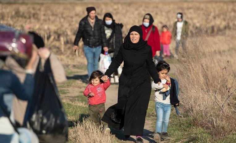 Er troepen weer honderden vluchtelingen samen aan de Europese grenzen met Turkije.