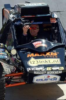 Tom Coronel brengt leerling met Dakar buggy naar examengala