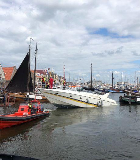 Jacht van de ondergang gered voor de kust van Urk: gezin veilig aan land