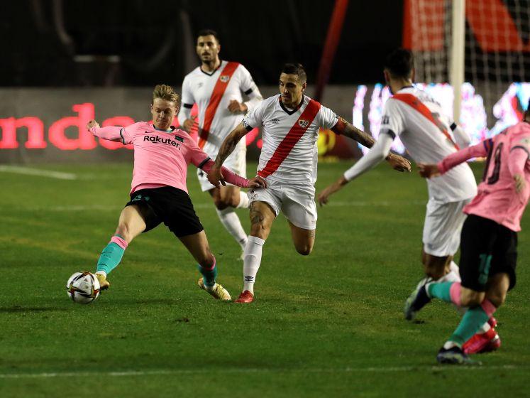 Barça ontsnapt dankzij Frenkie de Jong en Messi aan blamage in Spaanse beker