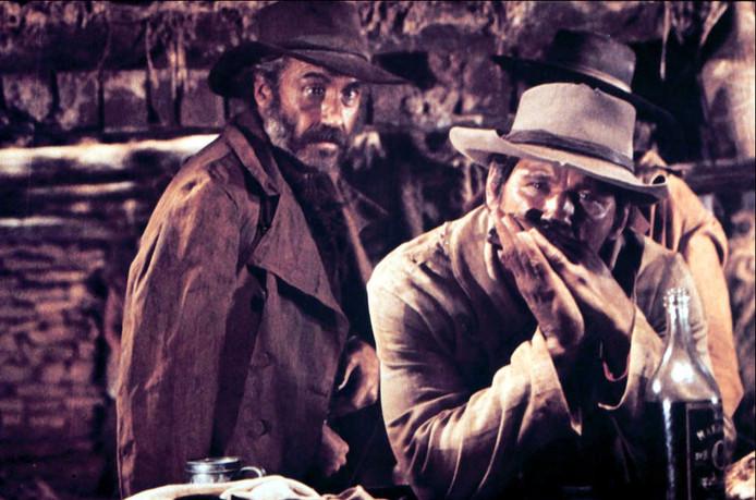 Charles Bronson zet met zijn onheilspellend klinkende mondharmonica de toon in Once Upon a Time in the West.