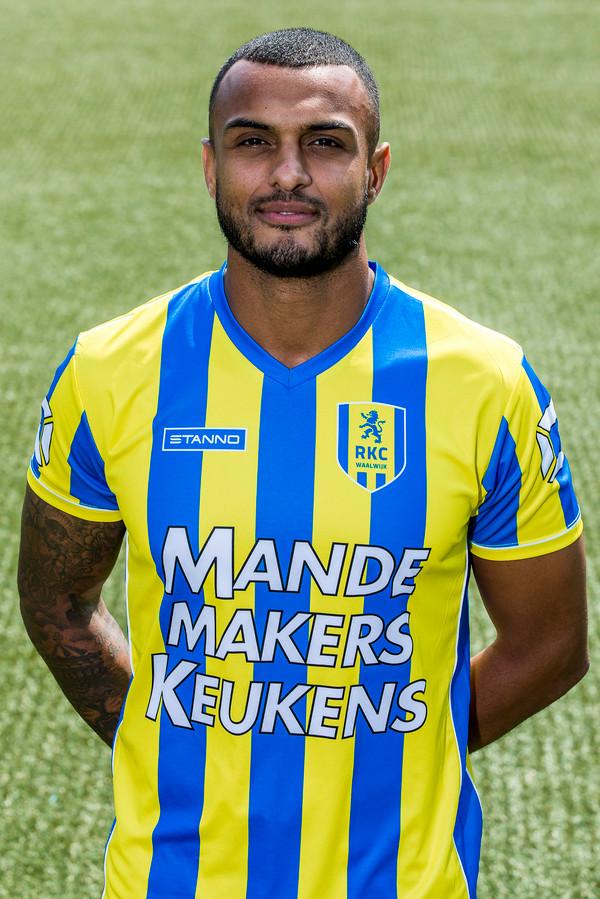 Mario Bilate in het shirt van RKC Waalwijk dat op dat van Telstar na het goedkoopste is in de eerste divisie.