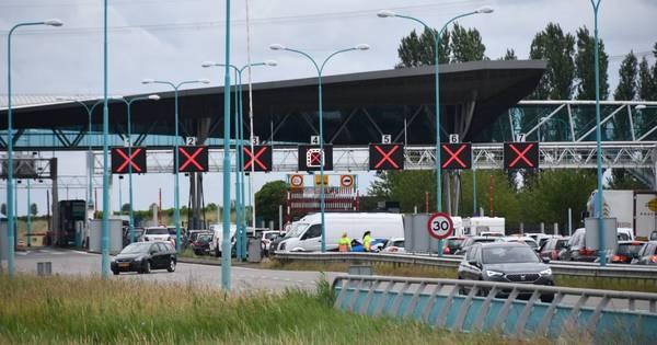 Ongeluk in Westerscheldetunnel, beide buizen afgesloten voor verkeer.
