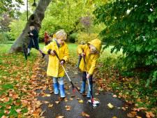 Mondkapjes prikken in Gouda: 'Ben bang dat mijn kinderen het normaal gaan vinden'