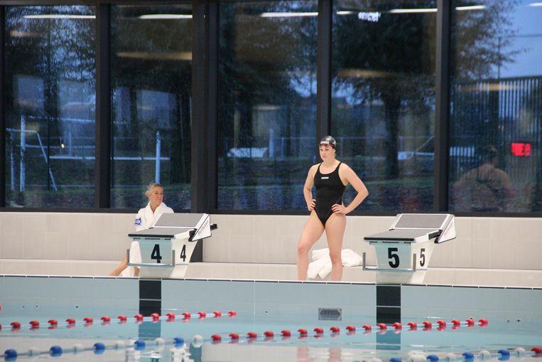 Zwemster Fanny Lecluyse test en keurt goed.