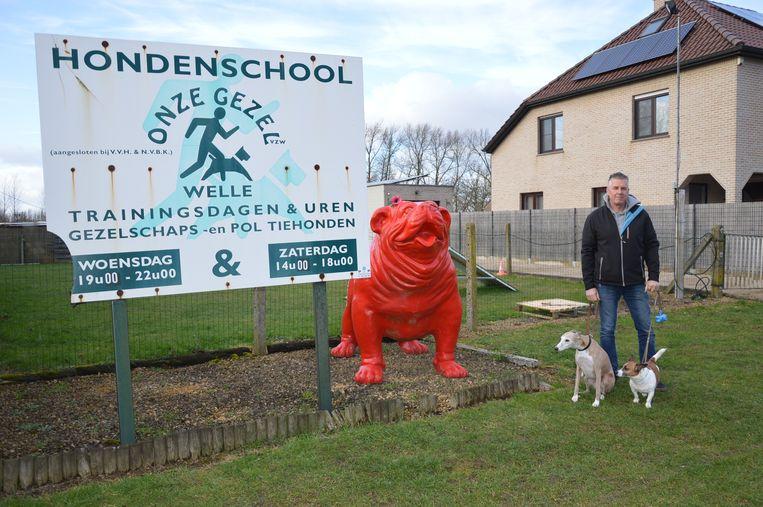 Freddy Van de Moortel aan de huidige terreinen van hondenschool 'Onze Gezel' in de Kapellestraat in Welle.
