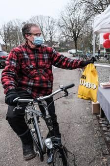 Echt stamppotweer bij rookworstverkoop AZSV, voor het eerst zónder junioren: 'Niet verantwoord'