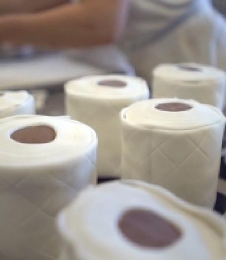 Il vend des pâtisseries en forme de rouleaux de papier toilette