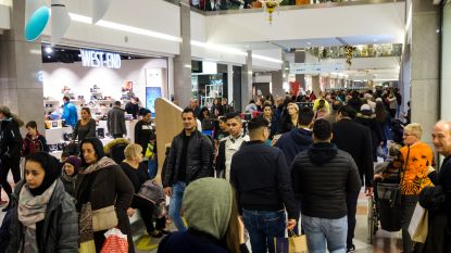Regen houdt shoppers niet tegen: tweede eindejaarkoopzondag was een succes
