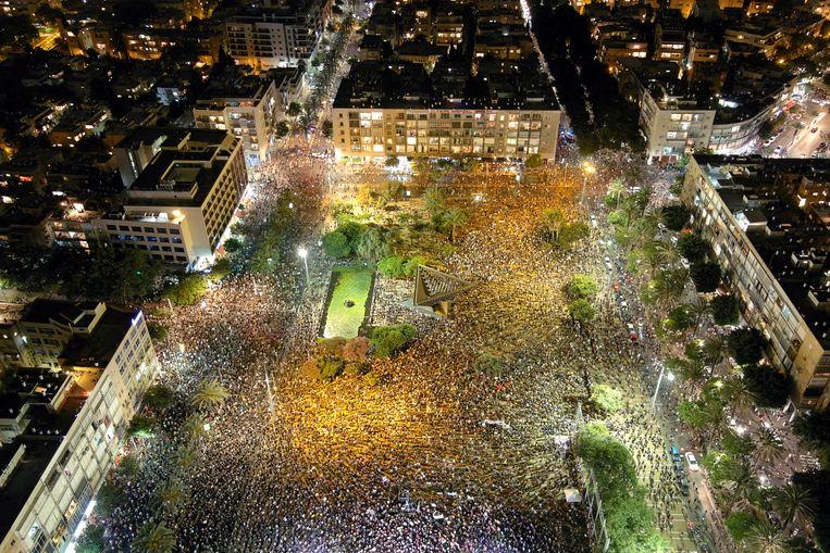Een overzichtsfoto van het Rabinplein tijdens de demonstratie.