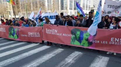 Duizenden mensen manifesteren tegen racisme in Brussel