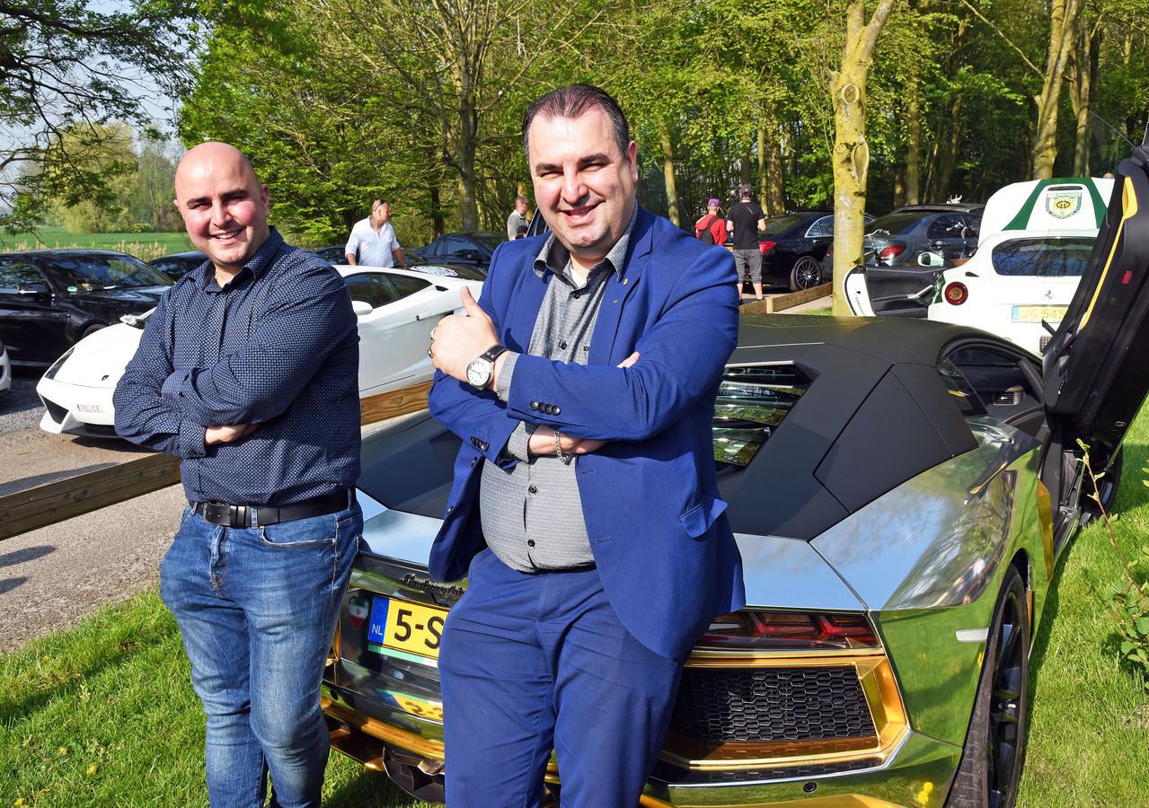 Salar en zijn broer Sasan Azimi houden wel van dure auto's.