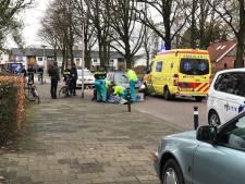 Fietser overgebracht naar ziekenhuis na aanrijding met auto in Oldenzaal